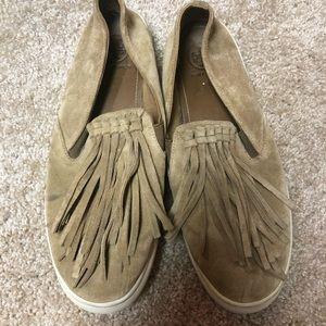 Tory Burch suede shoe w/ fringe. Size 9 1/2.